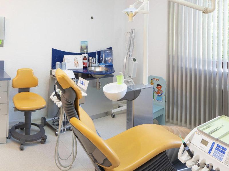 Behandlungszimmer der Zahnarztpraxis in Gablingen