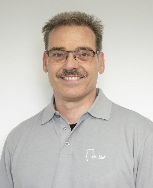 Hans-Peter Idel - Zahntechniker