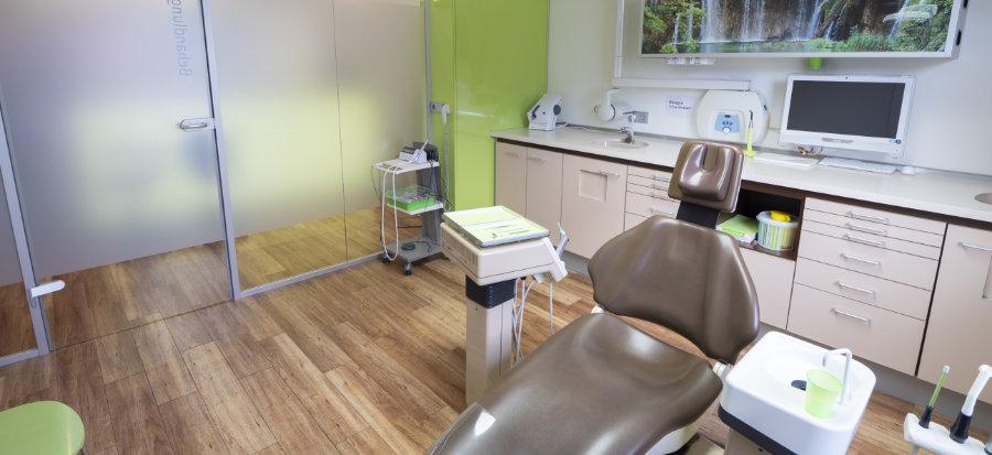 Behandlungszimmer der Zahnarztpraxis Gablingen