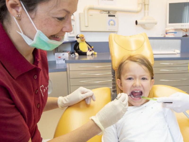 Kinderbehandlung in der Zahnarztpraxis Gablingen